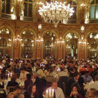 Expression des valeurs d'une entreprise : AXA a installé son siège social dans un hôtel particulier du XVIIIème siècle.